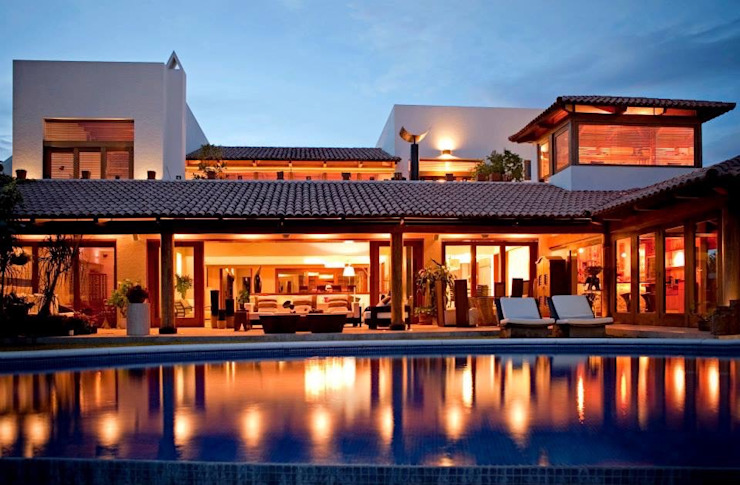 vista de noche Casas de estilo moderno de Taller Luis Esquinca Moderno