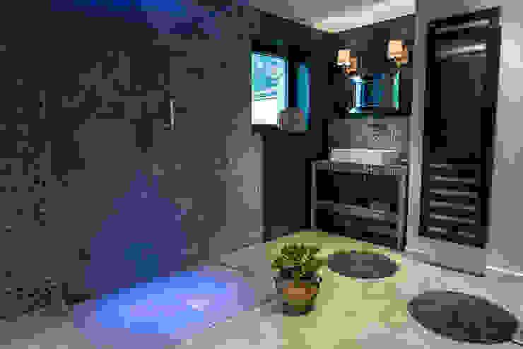 Chambre salle de bain semi- ouverte Salle de bain moderne par MS Fabrique Moderne