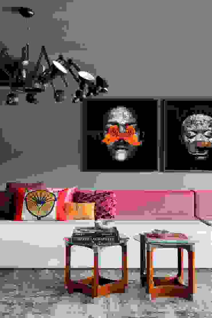 GW HOUSE Salas de estar modernas por STUDIO GUILHERME TORRES Moderno