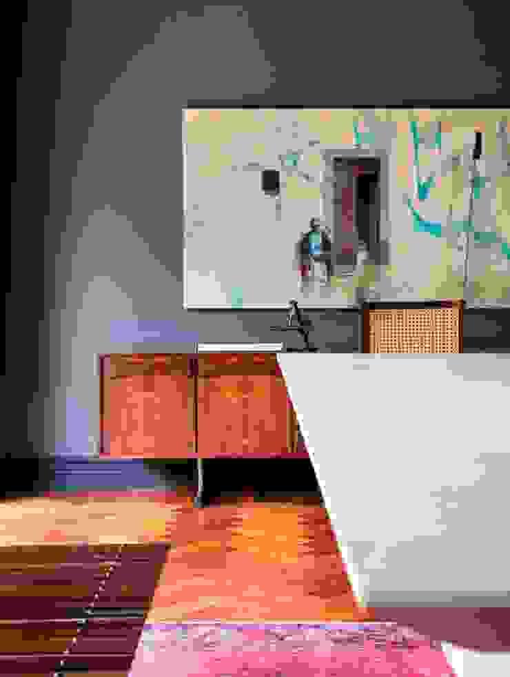GW HOUSE Salas de jantar modernas por STUDIO GUILHERME TORRES Moderno
