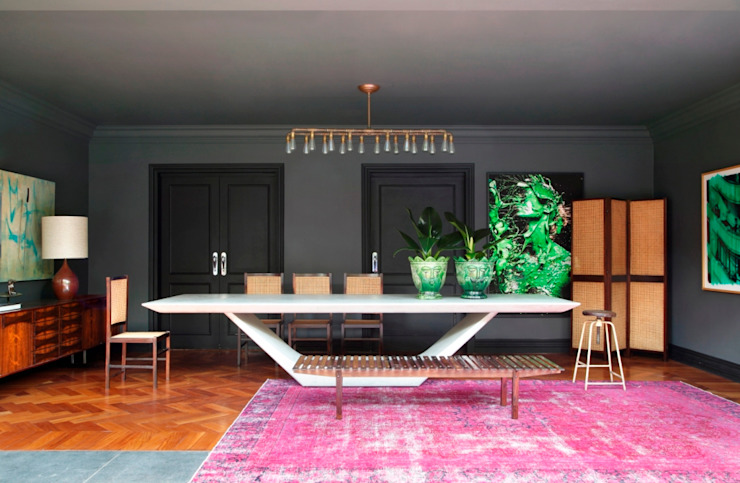 GW HOUSE Modern dining room by STUDIO GUILHERME TORRES Modern