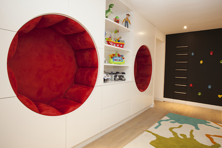 Play Room:  Nursery/kid's room by Roselind Wilson Design, Modern