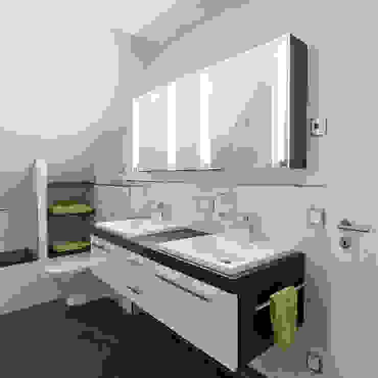 Familie Sch. Badezimmer von Klotz Badmanufaktur GmbH