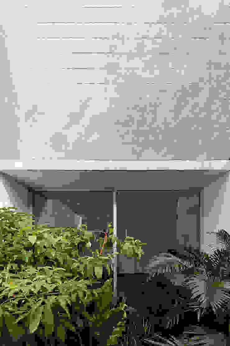 Nowoczesne okna i drzwi od Pascali Semerdjian Arquitetos Nowoczesny