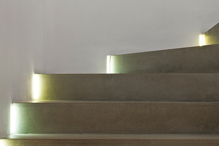 Nowoczesny korytarz, przedpokój i schody od Pascali Semerdjian Arquitetos Nowoczesny