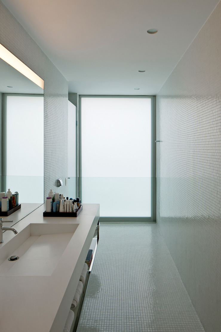 Nowoczesna łazienka od Pascali Semerdjian Arquitetos Nowoczesny
