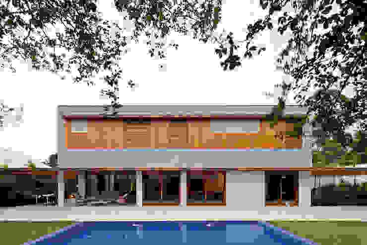 MR House/Casa MR: Casas  por Pascali Semerdjian Arquitetos