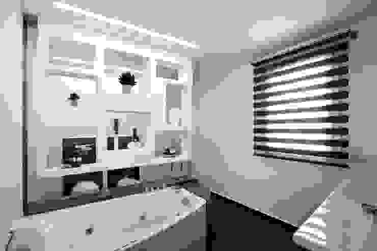 Baños de estilo  por Laboratorio di Progettazione Claudio Criscione Design ,