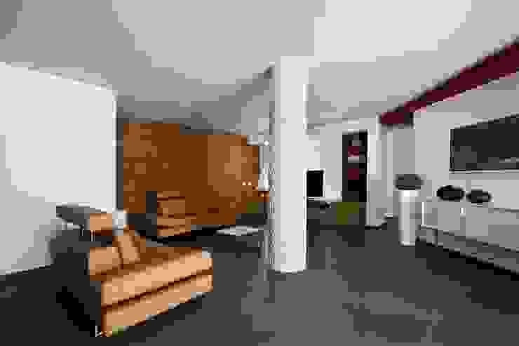 Casa L Soggiorno moderno di Laboratorio di Progettazione Claudio Criscione Design Moderno