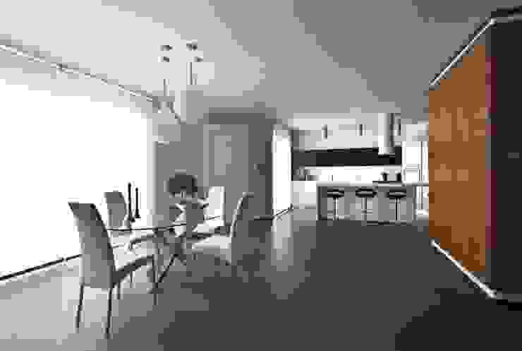 Salle à manger moderne par Laboratorio di Progettazione Claudio Criscione Design Moderne