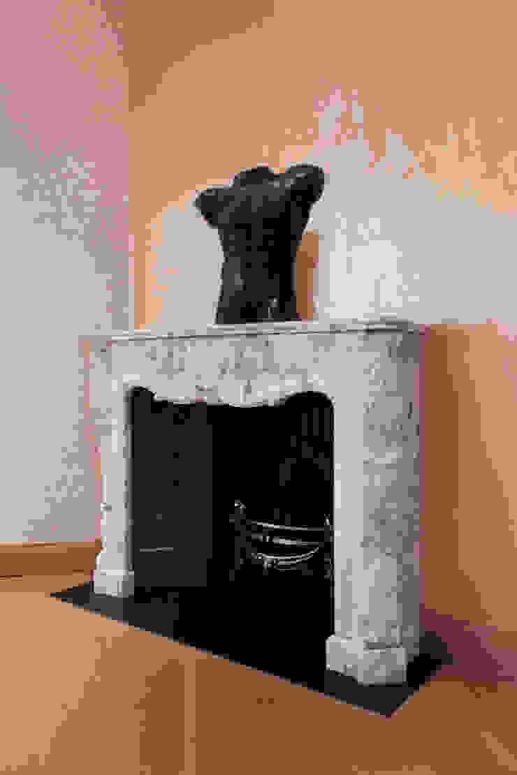 Fireplace Modern houses by Roselind Wilson Design Modern
