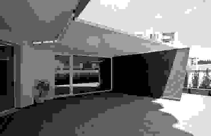 Casa L Balcone, Veranda & Terrazza in stile moderno di Laboratorio di Progettazione Claudio Criscione Design Moderno