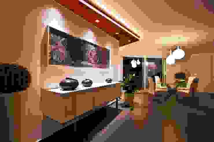 Casa L Sala da pranzo moderna di Laboratorio di Progettazione Claudio Criscione Design Moderno