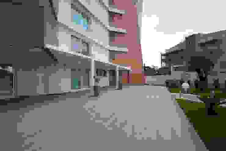 Casa L Giardino moderno di Laboratorio di Progettazione Claudio Criscione Design Moderno