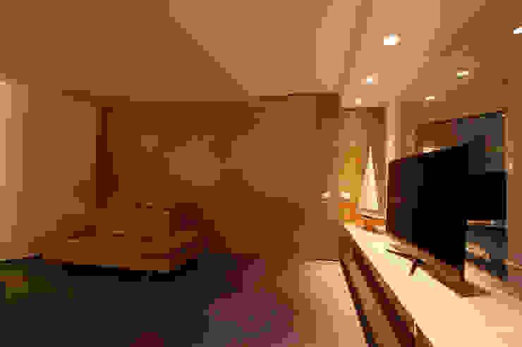 Casa L Pareti & Pavimenti in stile moderno di Laboratorio di Progettazione Claudio Criscione Design Moderno