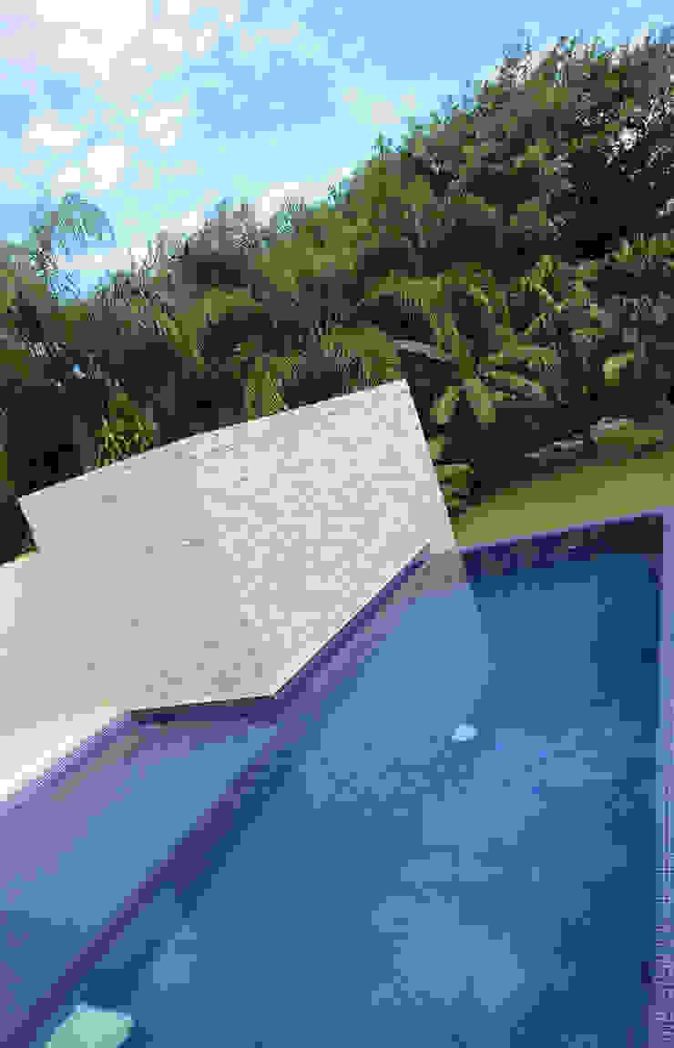 CASA 2 EN PUERTO AVENTURAS Albercas minimalistas de axg arquitectos Minimalista