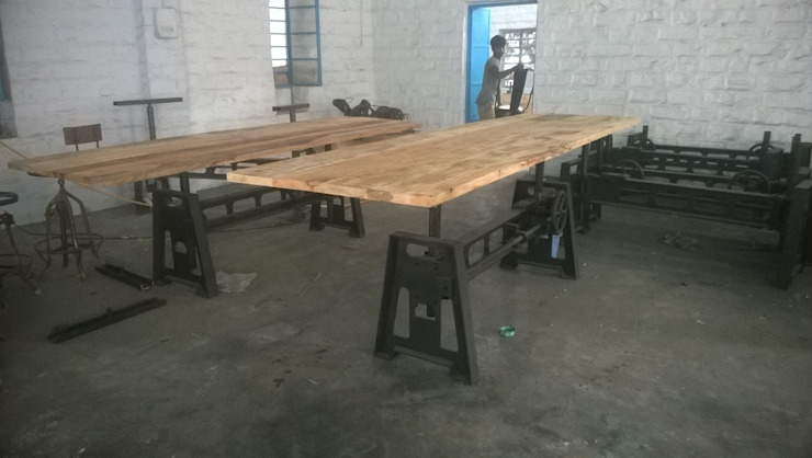 Industrial Mechanical Dining Table: industrial  by Vinayak Art Inc.,Industrial