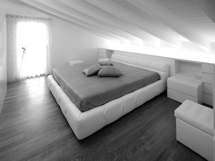 Habitaciones de estilo minimalista de Alessandro Corona Piu Architetto Minimalista