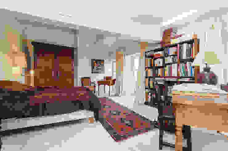 Une maison de village pas comme les autres Chambre originale par Pixcity Éclectique
