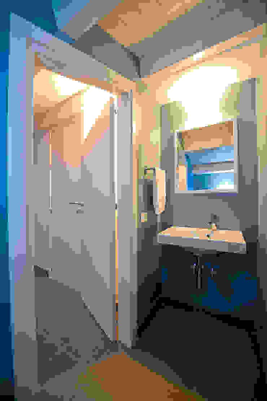Minimalistische Badezimmer von Giuseppina PIZZO Minimalistisch