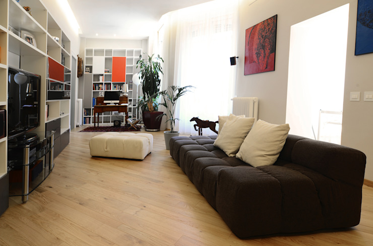 Una casa conteporanea nella Milano dei palazzi storici Soggiorno moderno di architetto Marta Silvia Mia Pasquini Moderno