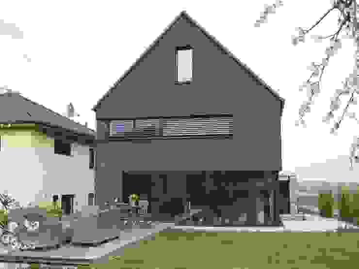 Casas de estilo ecléctico de Architekturbüro für Passiv- und Energieplushäuser Ecléctico