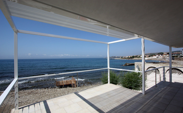 villa unifamiliare sulla costa laziale Cucina in stile mediterraneo di Franco Bernardini Architetto Mediterraneo