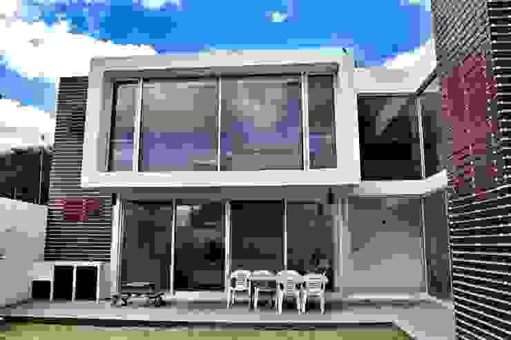 Casa Jurica Casas modernas de REM Arquitectos Moderno