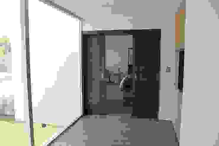 Casa Jurica Dormitorios modernos de REM Arquitectos Moderno