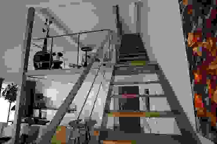 SS HOUSE Modern living room by Esra Kazmirci Mimarlik Modern