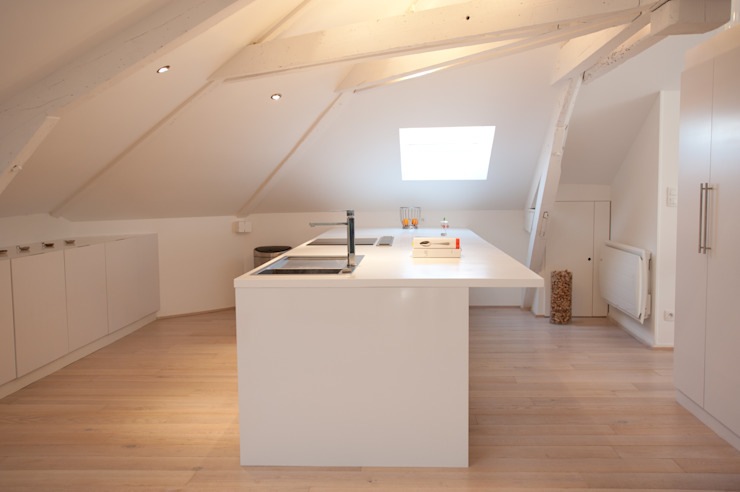 Case in stile minimalista di Agence d'architecture intérieure Laurence Faure Minimalista