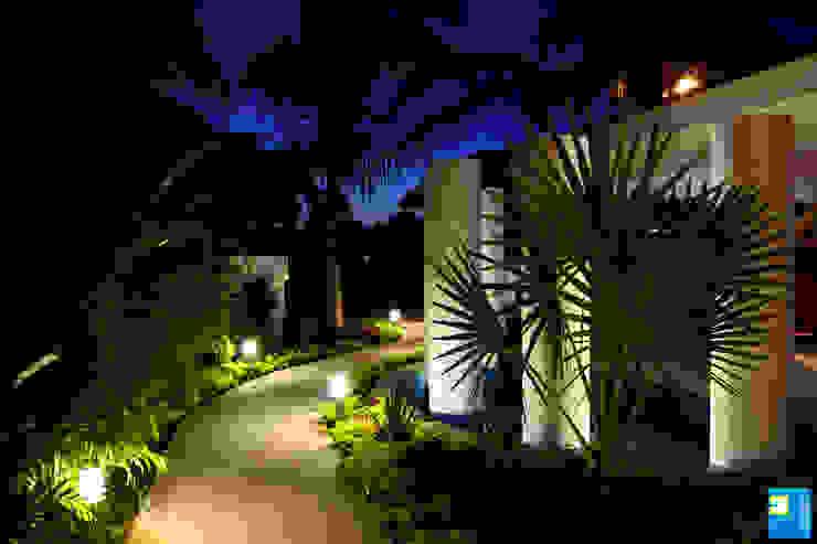 el ingreso: Casas de estilo  por Excelencia en Diseño, Moderno