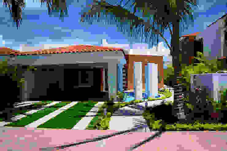 la fachada: Casas de estilo  por Excelencia en Diseño, Moderno