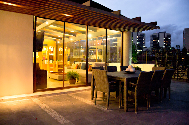 P.H. Bosque de Tejocotes. Balcones y terrazas modernos de REM Arquitectos Moderno