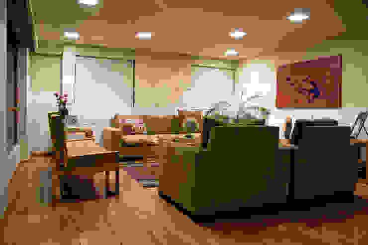 P.H. Bosque de Tejocotes.: Salas de estilo  por REM Arquitectos, Moderno