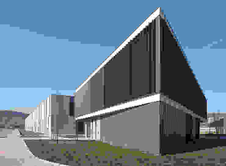 Detalle fachada lamas orientables de G&C ARQUITECTOS