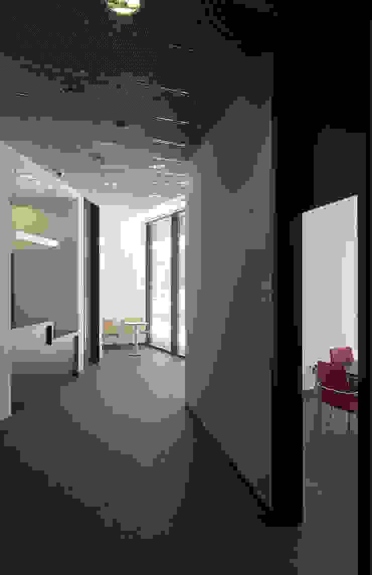 Interior acceso de G&C ARQUITECTOS