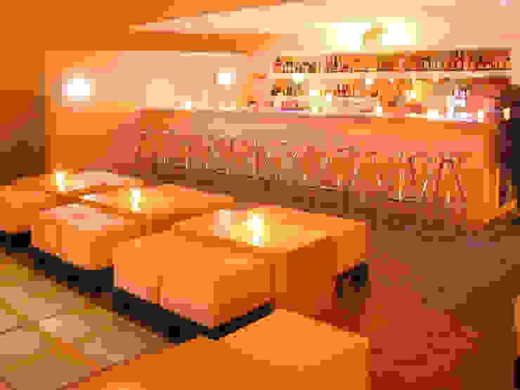 Interior de la Disco, vista de la barra de Taller Luis Esquinca Minimalista