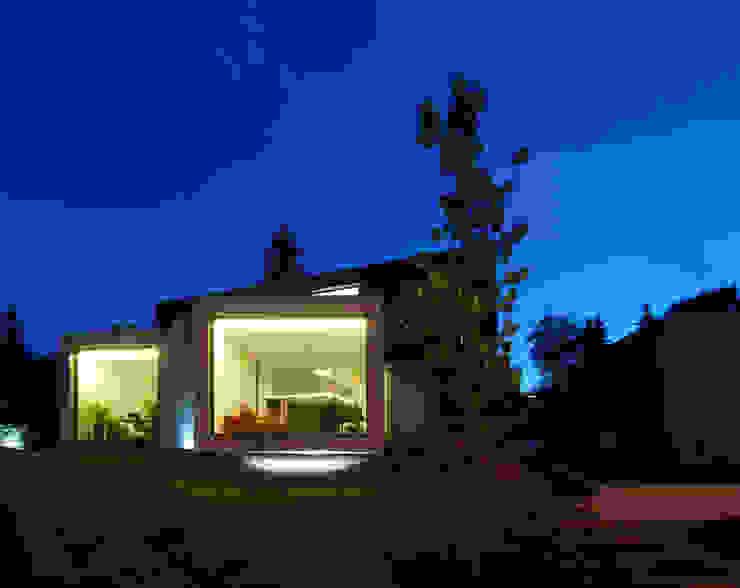 VUE DE NUIT Maisons minimalistes par js2 Minimaliste