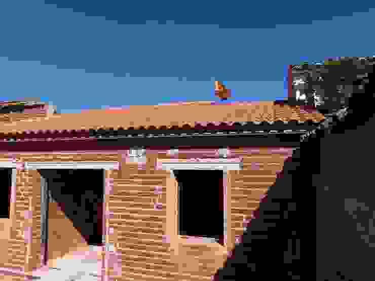Rustic style houses by TU REFORMA EN MADRID Rustic
