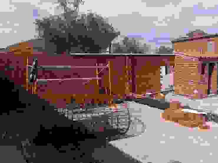 Rustic style garden by TU REFORMA EN MADRID Rustic