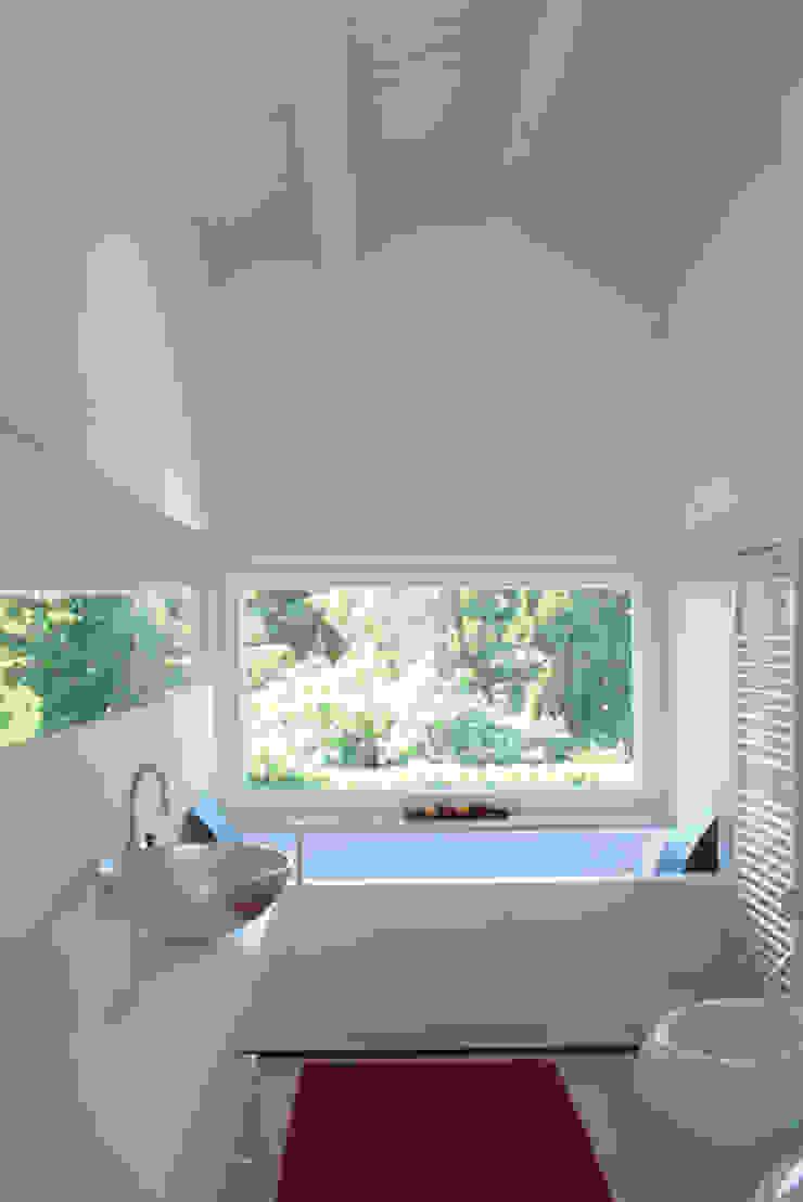 Baños de estilo moderno de VALERI.ZOIA Architetti Associati Moderno