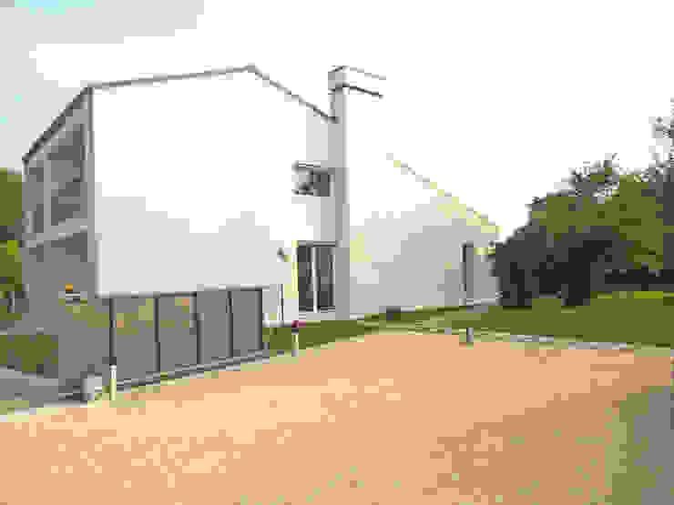 Casas modernas de VALERI.ZOIA Architetti Associati Moderno