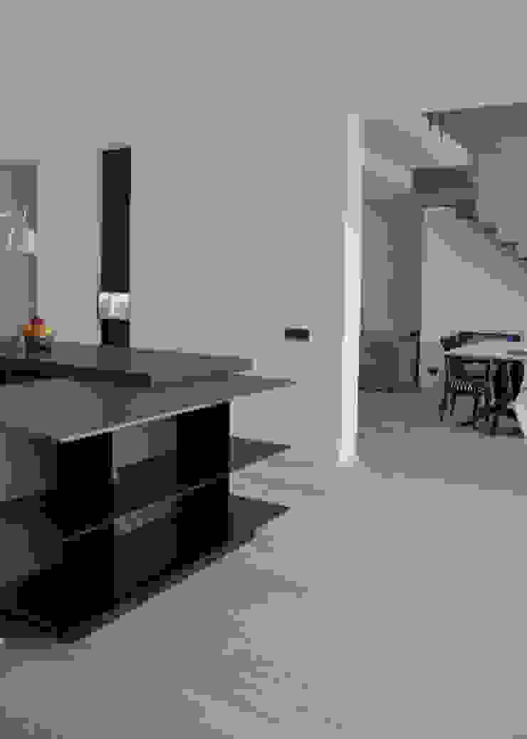 casa ELE Cucina moderna di PAOLO CAPRIGLIONE ARCHITETTO Moderno
