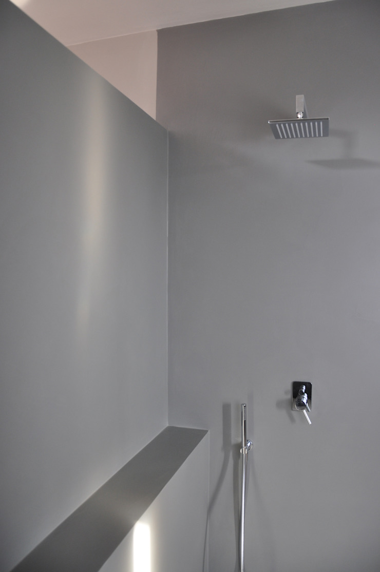 casa ELE Bagno moderno di PAOLO CAPRIGLIONE ARCHITETTO Moderno