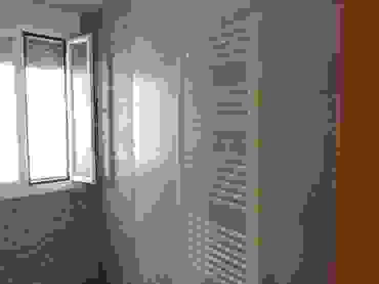Rustic style bathroom by TU REFORMA EN MADRID Rustic