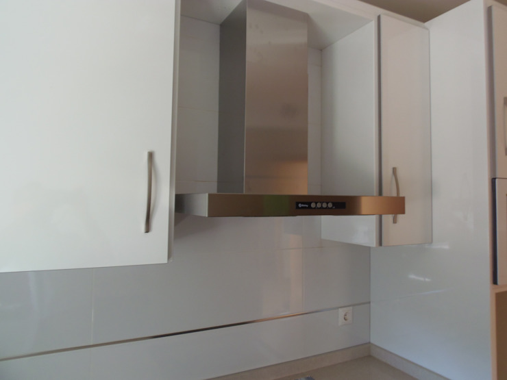 Rustic style kitchen by TU REFORMA EN MADRID Rustic