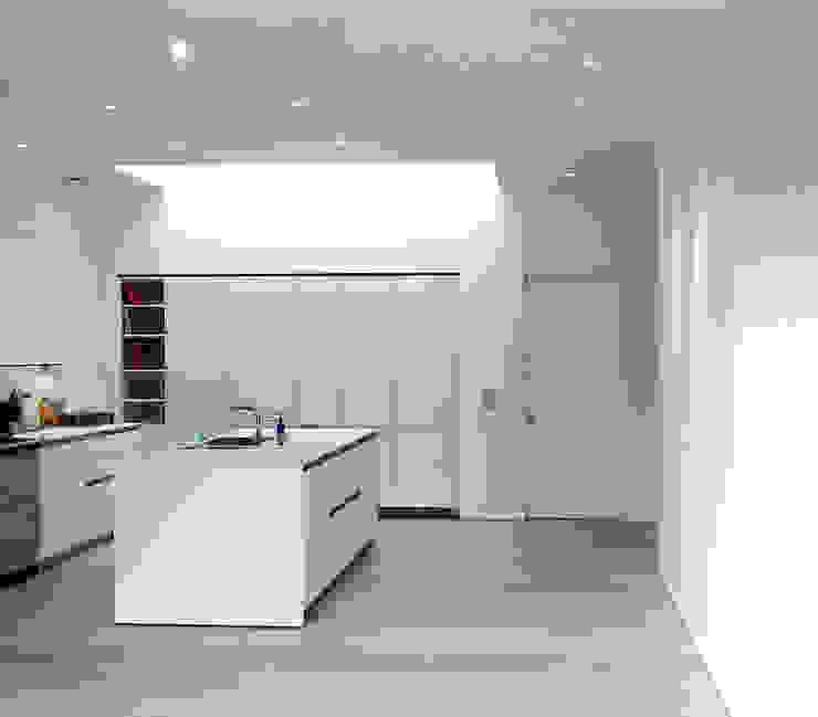 Aberdeen Park, Highbury Modern kitchen by Emmett Russell Architects Modern