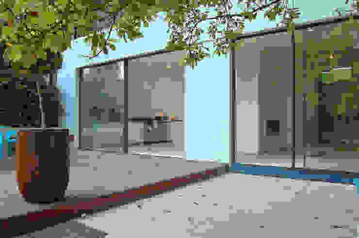 Aberdeen Park, Highbury Modern balcony, veranda & terrace by Emmett Russell Architects Modern