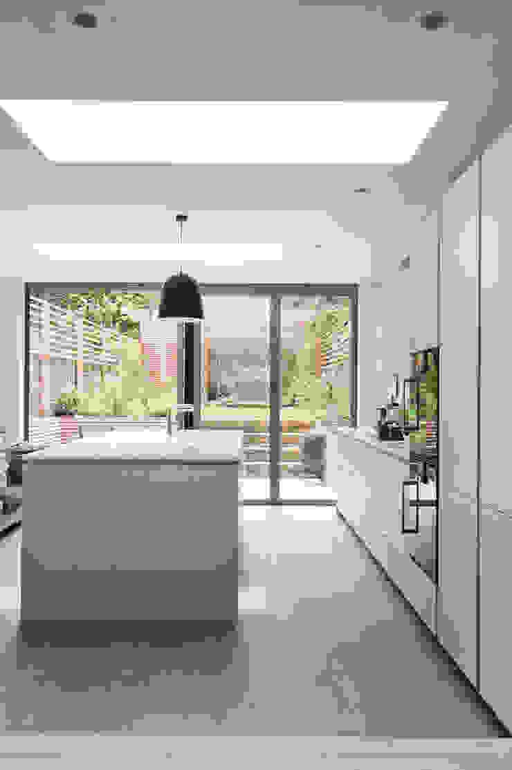 Fentiman Road, Vauxhall Emmett Russell Architects Modern kitchen